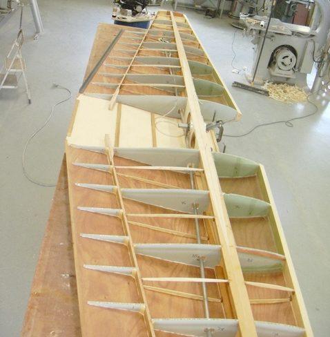 Jon Staudacher built the wing with fiberglass/aluminum honeycomb ribs bonded onto a plywood skin.
